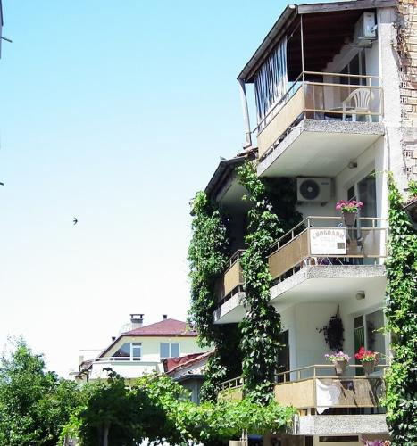Почивка на море - Na more.info -  Къща за гости Канелова, Царево