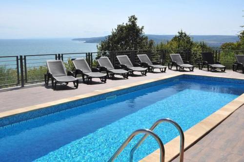 Почивка на море - Na more.info - Вила Джази - луксозна вила под наем с 4 спални, зашеметяваща морска панорама и собствен басейн!