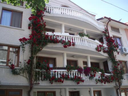 """Почивка на море -Частен дом """"Канариеви"""" - къщата на розите - Na more.info"""
